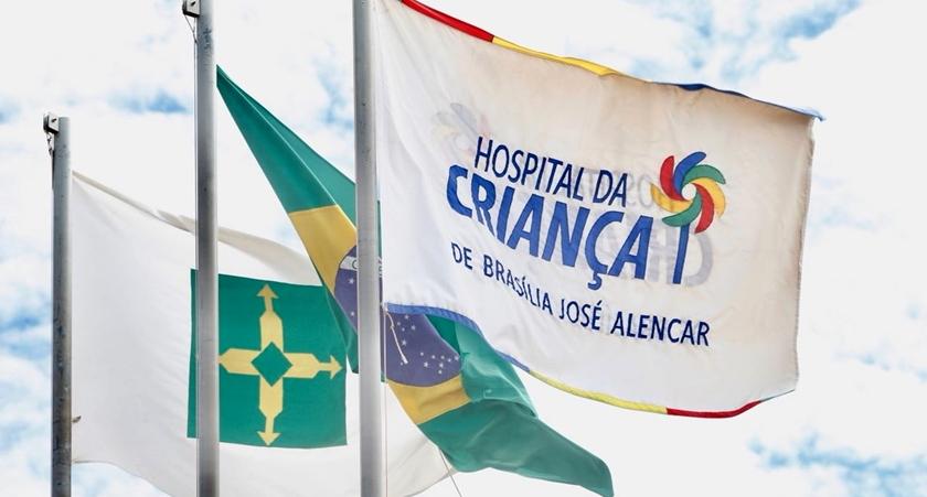 Hospital da Criança de Brasília recebe 'abraço' de pacientes
