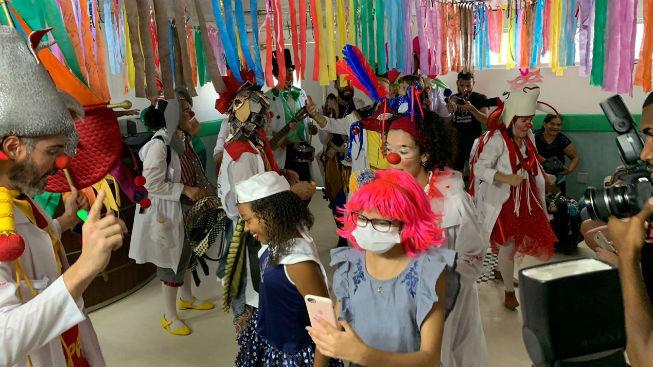 Festas de Carnaval em unidades de saúde animam pacientes