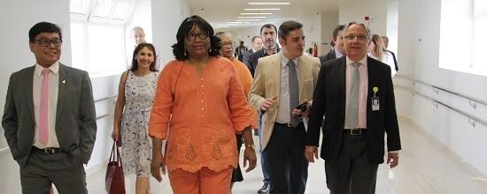 Em visita, diretora da Opas/OMS diz que HCB é exemplo no atendimento hospitalar
