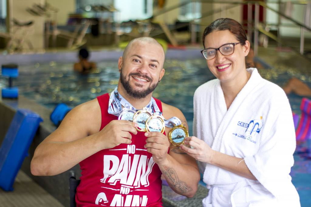 Paciente do CRER conquista quatro medalhas em competição de paranatação em Brasília