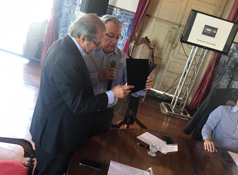 Provedor da Santa Casa da Bahia recebe homenagem do Ibross