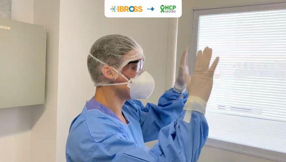 Vídeo: paramentação e desparamentação para atendimento aos pacientes do Covid-19